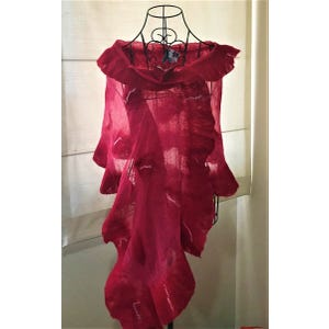Echarpe en gasa fucsia y fieltro rojo aplicaciones hilos de seda