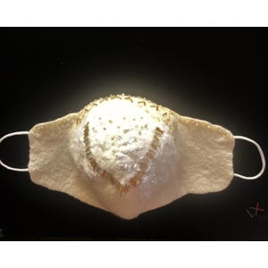 Mascarilla para novia en fieltro blanco invierno bordada